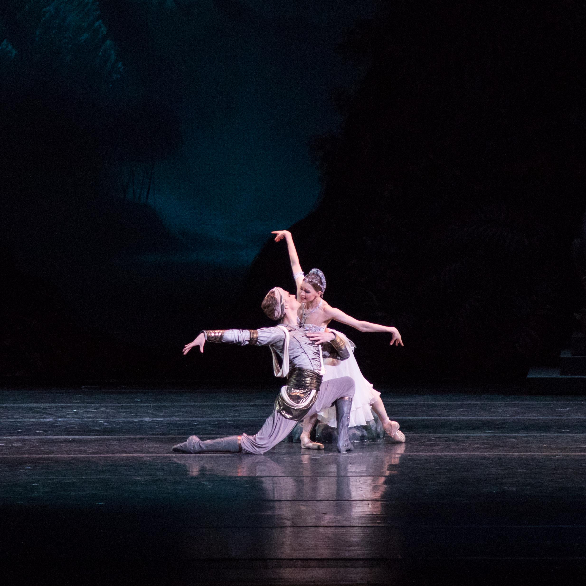 Лоран Илер расскажет о балете «Баядерка» в Музыкальной гостиной МАМТ